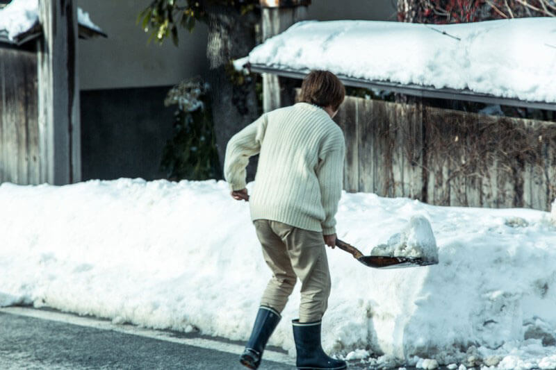 雪が降ると外壁塗装工事は中断する
