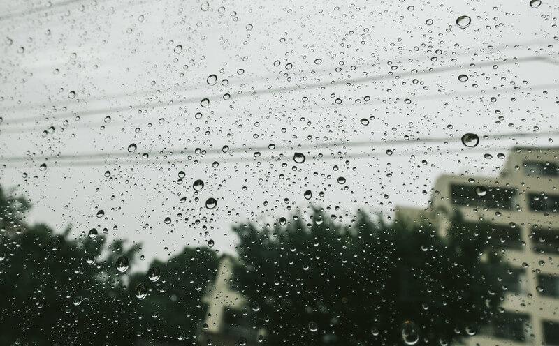 梅雨の時期の外壁塗装は避けよう