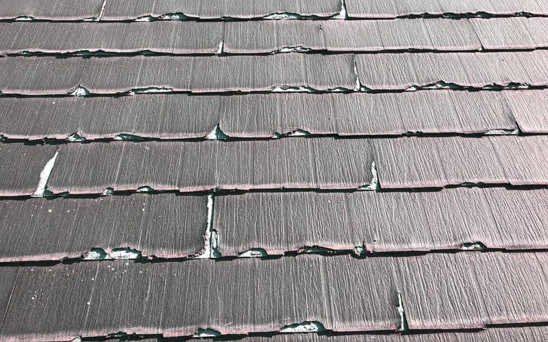 コロニアル屋根の劣化症状:剥がれ