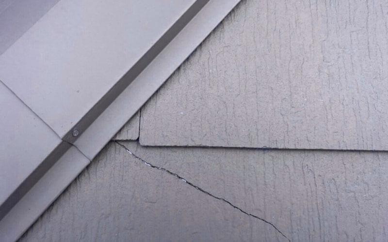 コロニアル屋根の劣化症状:ひび割れ