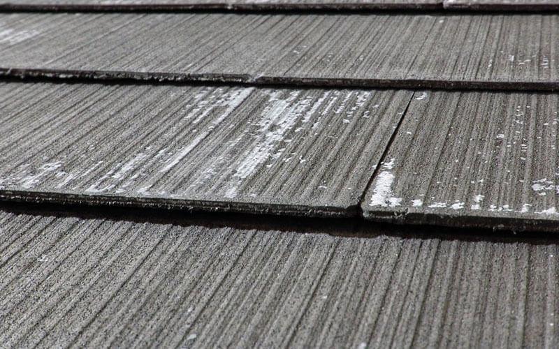 コロニアル屋根の劣化症状:塗膜の剥がれ