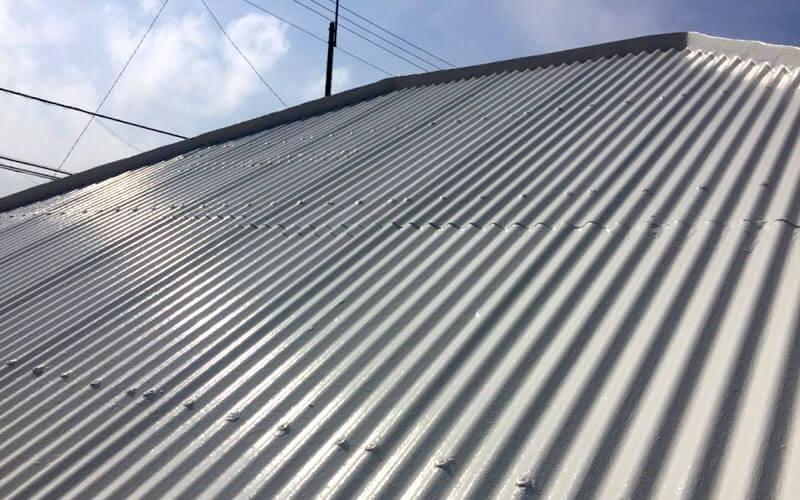 コロニアルとトタン屋根の違い